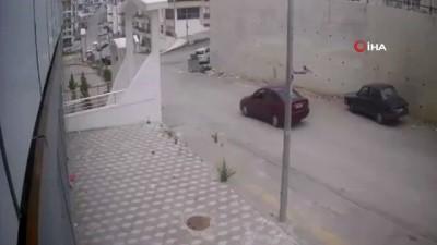 kamera -  Başkent'te yayaya çarpan otomobil kaçtı