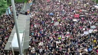 - Hong Kong'da Hükümetin Geri Adımına Rağmen Binlerce Kişi Yeniden Sokaklarda - Göstericiler Hong Kong Liderinin İstifasını İstiyor Haberi