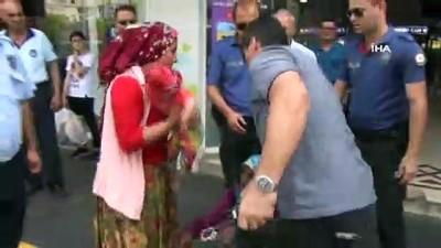 - Kucağında bebekle polise yakalanan kadın dilenciden 'Çocuğu yere çarparım' tehdidi şoke etti