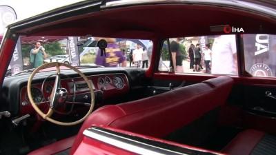 klasik otomobil -  - Otomobil tutkunları bu festivalde buluştu - Klasik otomobillerden, ralli araçlarına yüzlerce araç vatandaşların ziyaretine açıldı - Festivalde klasik otomobiller vatandaşlardan yoğun ilgi gördü