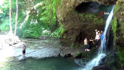 ormanli -  Doğa harikası Delikli Kaya Şelalesi ziyaretçilerini bekliyor