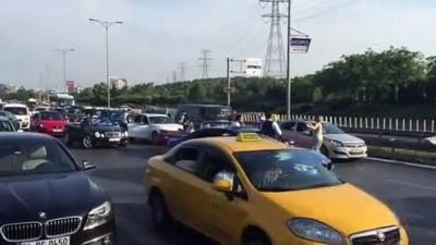 klasik otomobil - Düğün konvoyundaki lüks araçlarıyla yolu kapatıp oynadılar - İSTANBUL