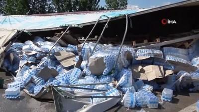 tir soforu -  Tokat'ta tır devrildi, su kolileri yola saçıldı