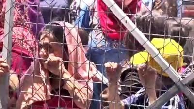 Türk Kızılay tarafından Irak'taki Suriyeli sığınmacı ailelere giyim yardımı - ERBİL