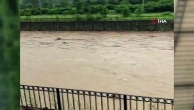 Bu görüntüler Araklı'daki sel felaketinin boyutunu gözler önüne seriyor