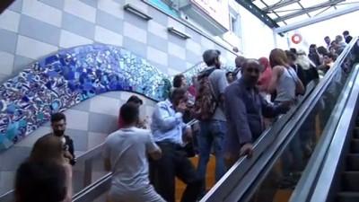 Bursa'da yağmur aniden bastırdı, vatandaşlar sığınacak yer aradı