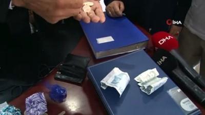 Minibüs şoföründen örnek davranış...Minibüsünde bulunduğu 20 bin liralık altını sahibine teslim etti