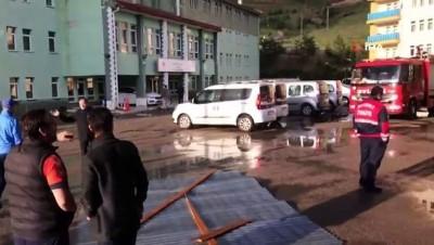 ticari taksi -  Sağanak yağış sele dönüştü...Fırtına evin çatısını böyle uçurdu