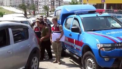 kacak gocmen -  Uyanık göçmen kaçakçısı kadın yakayı ele verdi