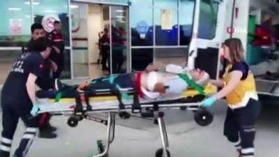Yolcu minibüsü ile cip çarpıştı:1'i ağır 13 yaralı