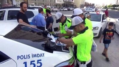 diyarbakir -  Vali Yaman bayram öncesi trafik denetimine katıldı
