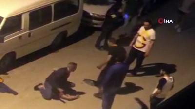 Kütahya'da bir genç sokak ortasında sopa ve kemerle böyle dövdü