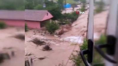sel felaketi -  Şiddetli yağış seli beraberinde getirdi...Küçük çocuğun sel sularına kapıldığı iddiası