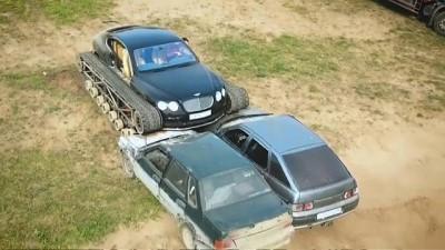 YouTube'da izlenme için lüks aracına palet taktırıp araba ezdi