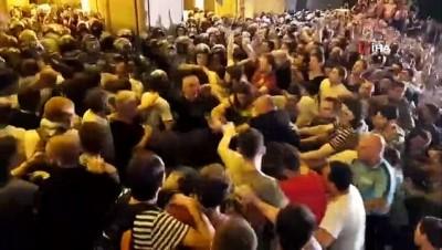 biber gazi -  - Gürcistan'daki Protestolarda En Az 70 Kişi Yaralandı - Yeni Protesto Düzenlenecek