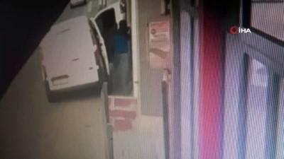 tekstil atolyesi -  Sancaktepe'de hırsızların yoldan geçenlere aldırmadan atölyeyi soyduğu anlar kamerada