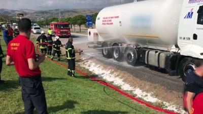 (TEKRAR) Kırıkkale'de LPG tankerinde yangın