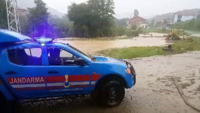 koy yollari - Zonguldak'ta sağanak - Mahsur kalanlara ulaşıldı