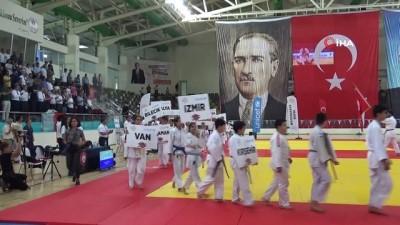 Dünya şampiyonu Riner'den şampiyon judoculara madalya
