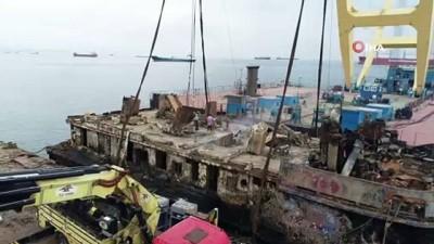 kuru yuk gemisi -  Parçalanan batık gemi havadan görüntülendi