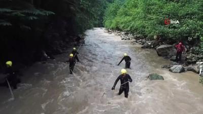 yukselen -  Selde kaybolan 3 kişiyi arama çalışmaları havadan görüntülendi