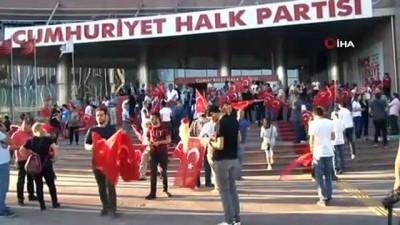 - CHP Genel merkezinde coşkulu anlar