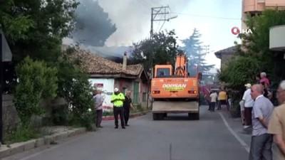 yukselen -  Isparta'da ahşap evler cayır cayır yandı, mahalleli sokağa döküldü