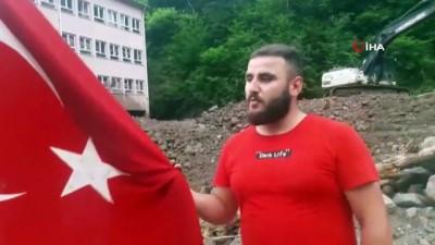 kullar -  Trabzon'da Çamlıktepeli gençlerin Türk bayrağına saygısı duygulandırdı