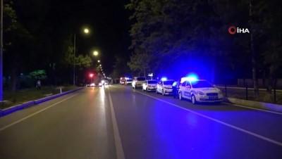 Kontrolden çıkan minibüs refüjdeki ağaca çarptı: 1 ölü, 6 yaralı