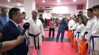 Başkan Beyoğlu'ndan genç karatecilere malzeme yardımı