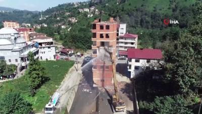 cesar -  Fırtına Vadisi'nde vatandaşlar kendi binalarını yıktı