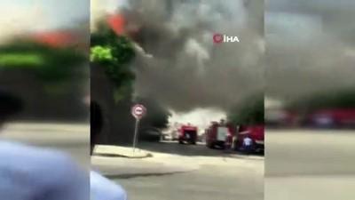 Gaziantep'te masa sandalye imalathanesinde yangın