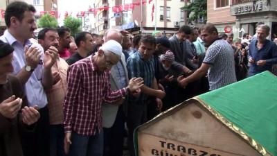 Araklı'daki selde hayatını kaybeden 78 yaşındaki Halim Köse son yolculuğuna uğurlandı