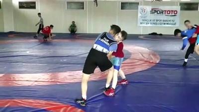 Milli güreşçilerin hedefi bu yıl Avrupa şampiyonluğu - SAKARYA