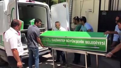 yasli adam - Otomobilin çarptığı yaşlı adam yaşamını yitirdi - GAZİANTEP