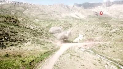 Siirt'te terör örgütü mensuplarınca yola tuzaklanmış anti tank mühimmatı böyle imha edildi