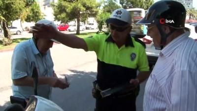 yasli adam -  Antalya'da dedelerin trafik cezasından kurtulma çabası gülümsetti