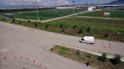 saglik hizmeti -  Ambulans sürücülerinin zorlu parkurlarda zamanla yarışı havadan görüntülendi