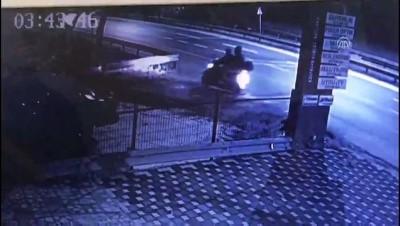 Hırsızlık anı güvenlik kamerasında - SAKARYA