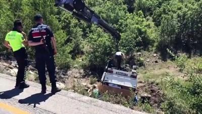 Kağıt yüklü kamyonet devrildi - ÇANKIRI