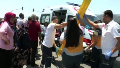 Hatay'da işçi servisi ile otomobil çarpıştı: 6 yaralı
