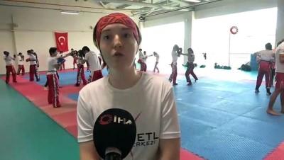 Genç kız protez bacakla yaptığı kick boksta başarıdan başarıya koşuyor