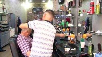 İzmir'de erkek kuaförlerinde bayram yoğunluğu başladı