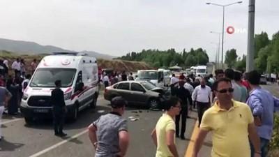 Bingöl'de otomobiller çarpıştı: 5 yaralı