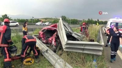 TEM'de aşırı hız ve alkol kaza getirdi... Hurdaya dönen otomobilde 2 kişi hayatını kaybetti
