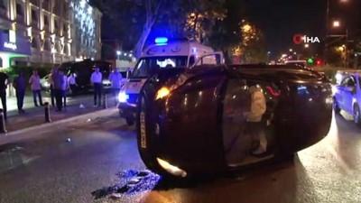 Fatih'te kontrolden çıkan araç taksiye çarparak yan yattı: 1 yaralı