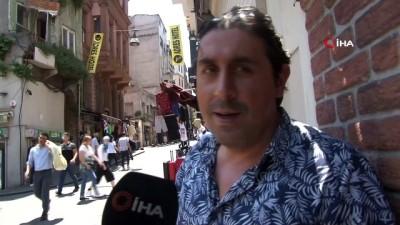 ticari taksi -  Beyoğlu'nda eğlence mekanı çıkışı tekme tokat kavga kamerada
