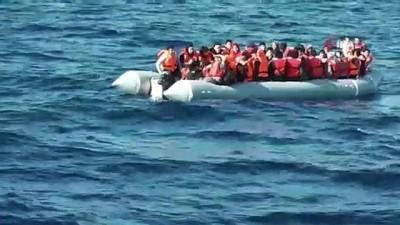 kacak gocmen -  Bota 53 kişi binen ve sürüklenen göçmenler facianın eşiğinden döndü
