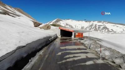 kar yagisi -  Karapet Geçidi'nde Haziran'da kar manzaraları
