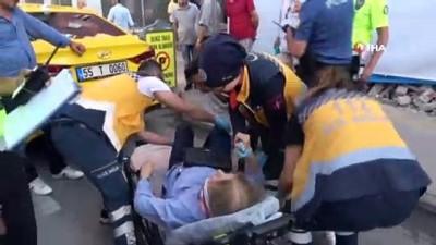 polis merkezi -  Trafik kazası geçiren kadın, sedye üzerinde telefonunu istedi